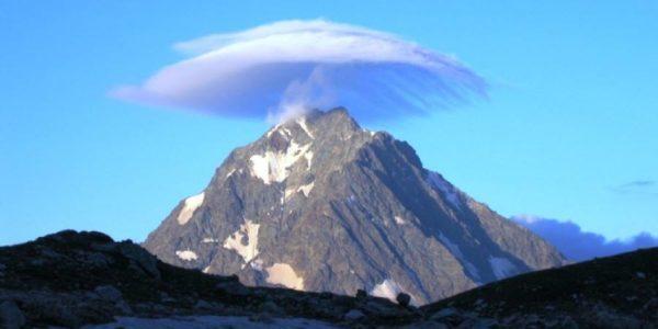 облако над горой