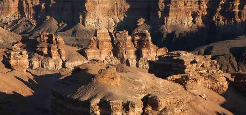 скалистое ущелье